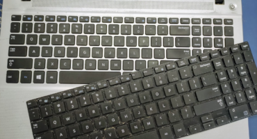 Wymiana klawiatury w laptopie Samsung NP450R5E (450R)